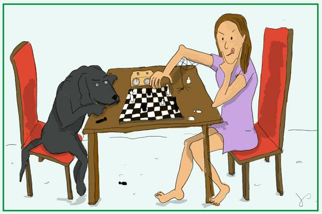 Frau spielt Schach mit ihrem Hund als Blogbild für Psychologische Beratung in Bonn